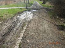 Der Zugang zum Kurpark (von der Brennerstrasse aus) unverändert gefährlich.